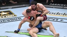 UFC 267: Islam Makachev dan Khamazat Chimaev Tampil