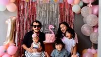 <p>Aktor sekaligus komedian Isa Bajaj menikah dengan Ayu Mutiara sejak 2010, Bun. Dari pernikahan tersebut, keduanya telah dikaruniai 3 orang anak. (Foto: Instagram @anyumutiara)</p>