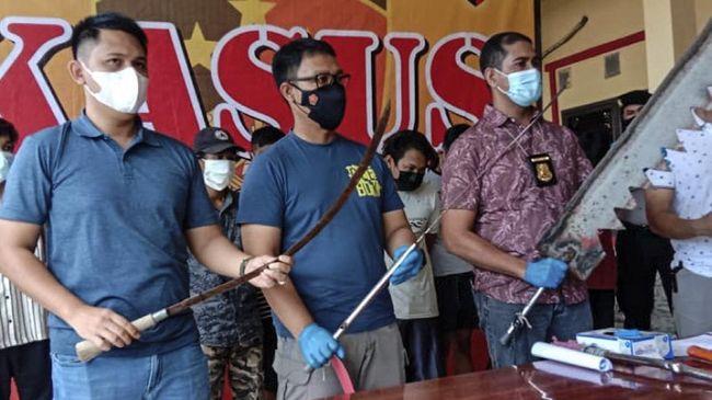 Polres Serang Kota total mengamankan 11 orang usai bentrok antara dua geng motor di Kabupaten Serang, Banten, Selasa (20/4) dini hari.