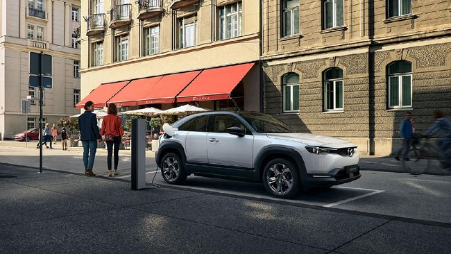 Mazda adalah salah satu merek mobil di Indonesia yang saat ini sangat mengandalkan produk impor.