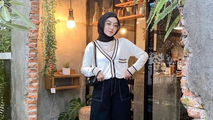 Tampil Stylish dengan 5 Inspirasi Outfit Hijab Basic Color ala Selebgram
