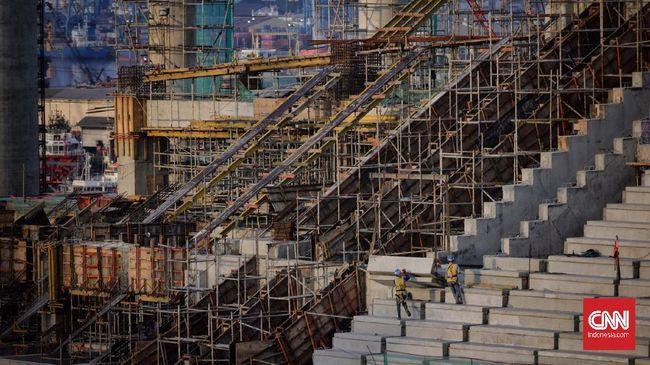 Pembangunan Jakarta Internasional Stadium (JIS) yang akan menjadi kandang Persija Jakarta telah mencapai separuh jalan.