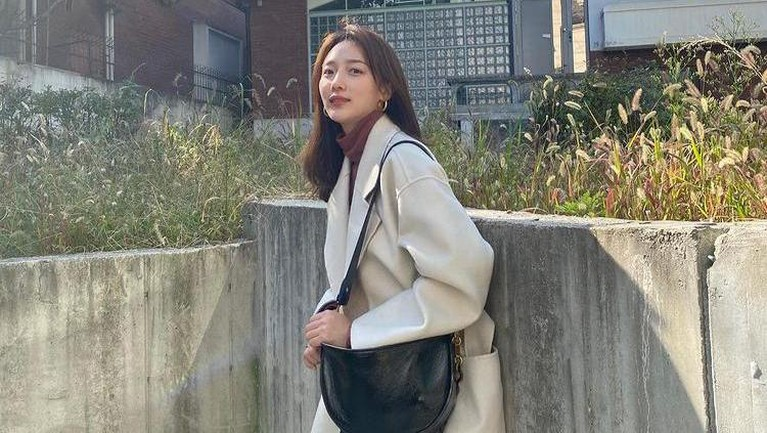 Aktris Pyo Ye Jin ditunjuk oleh pihak produksi drama Korea 'Taxi Drive' untuk menggantikan Naeun April. Berikut sosok Pyo Ye Jin!