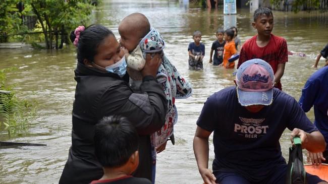 Sejumlah wilayah di Kecamatan Manggala, Makassar, Sulawesi Selatan terendam banjir akibat hujan deras yang mengguyur wilayah itu beberapa hari belakangan ini.