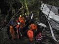 FOTO: Rabu Tragis Pelajar, Bus Terperosok ke Jurang Sumedang