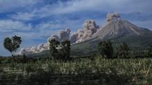 Gunung Sinabung Dua Kali Semburkan Abu Setinggi 1.000 Meter