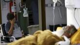Hampir semua rumah sakit dan unit perawatan intensif (ICU) di Brasil tumbang akibat dihantam lonjakan kasus varian baru virus corona.