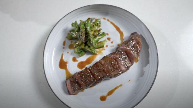 Di rumah saja pun tetap bisa membuat Anda menikmati sajian mewah. Salah satunya yakni berkreasi masakan wagyu dengan resep dari Chef Arnold.