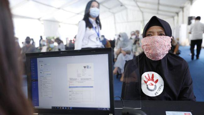 Telkom melakukan vaksinasi Covid-19 terhadap lebih dari 8 ribu karyawan dan pensiunan yang diinisiasi Kementerian BUMN.