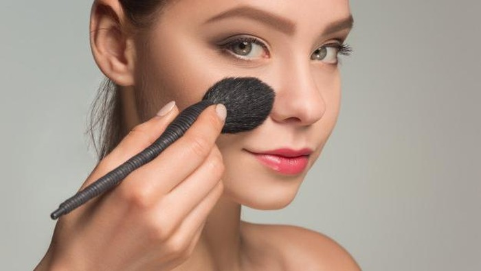 Wajib Coba! Tips Memakai Makeup Anti Crack