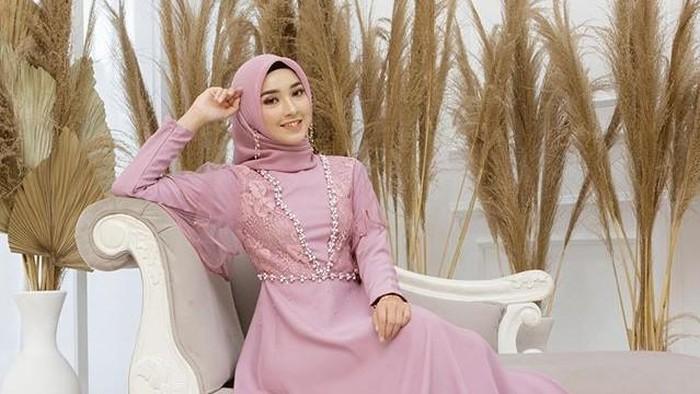 Update! Ini 5 Inspirasi Dress Hijab untuk Lamaran, Stunning dan Kekinian