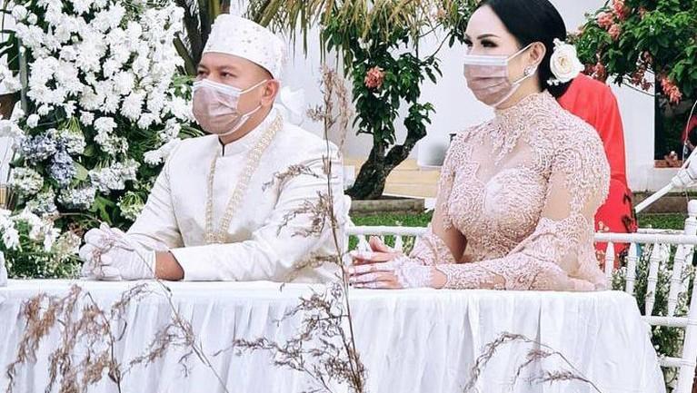Setelah lika-liku perjalanan cinta yang rumit, akhirnya Vicky dan Kalina menikah. Berikut potret kebahagiaan Vicky dan Kalina
