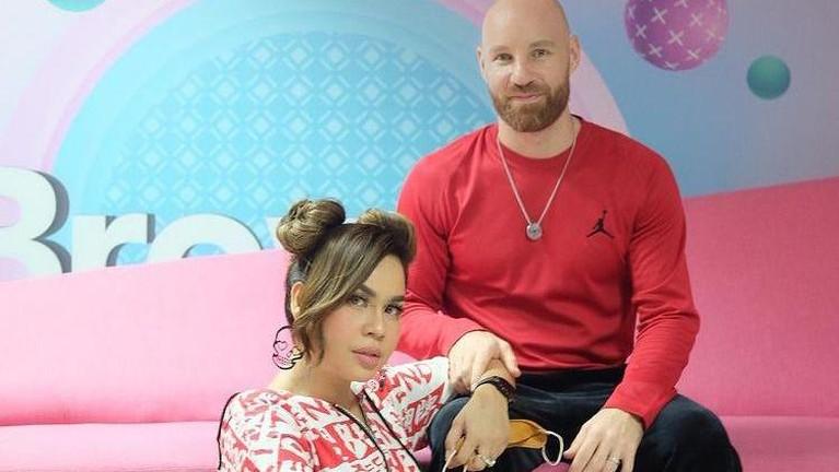 Berikut adalah potret harmonisnya keluarga Melaney Ricardo dan Tyson yang sedang diisukan retak.