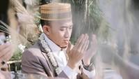 <p>Acara akad nikah ustaz Syam ini sempat disiarkan langsung melalui YouTube. (Foto: Instagram @thepotomoto)</p>