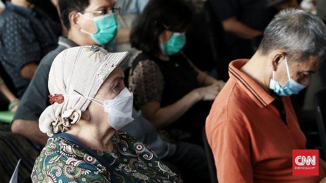 Vaksinasi lansia yang semula ditargetkan rampung Mei molor hingga akhir Juni 2021 lantaran ada embargo vaksin.