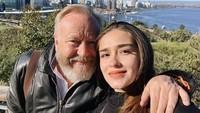 <p>Sama seperti Kimberly Ryder, Yasmine Wildblood juga keturunan Inggris dari sang ayah, Bunda. Ibu dua anak ini pun lahir di London, pada 11 Maret 1993. Sementara sang bunda, Anita Siregar, berdarah Batak. (Foto: Instagram @yaswildblood)</p>