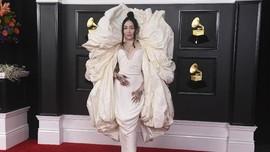 Gaun Noah Cyrus di Grammy Award Dianggap Mirip Tisu Toilet