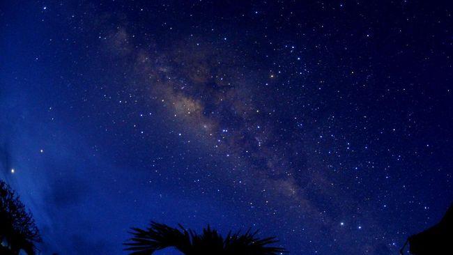Selempang Galaksi Bima Sakti pertama kali diberikan oleh Presiden pertama Republik Indonesia, Soekarno pada tahun 1960an.