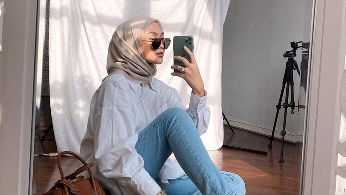 Tampil Stylish, Contek Mix and Match Skinny Jeans ala Influencer