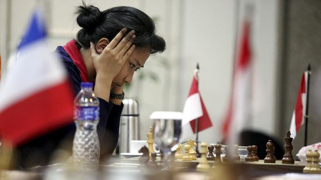 Irene Kharisma Sukandar membantah pernyataan Dewa Kipas alias Dadang Subur soal catur tak punya potensi menghasilkan uang.