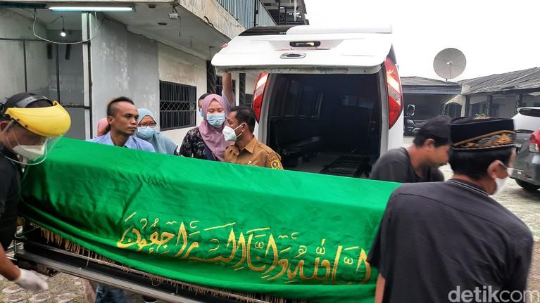 Jenazah Anton Medan Tiba di Rumah Duka