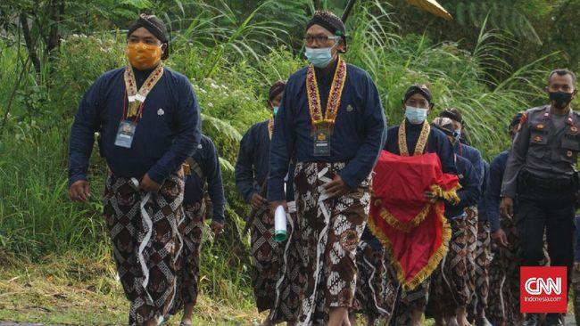 Untuk kali kedua di masa pandemi Covid-19, upacara Labuhan Merapi tak lagi dihadiri masyarakat Yogyakarta dan sekitarnya.