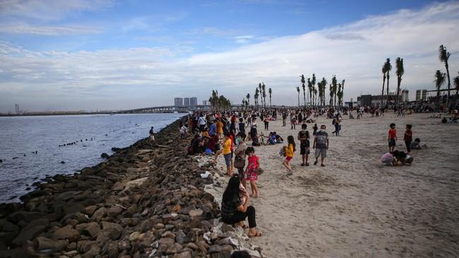 Antrean Panjang, PIK dan Dua Pantai di Jakarta Utara Ditutup