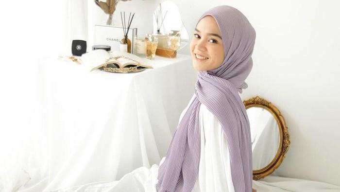 Tips Menggunakan Pleated Pashmina yang Kekinian agar Tetap Nyaman dan Stylish