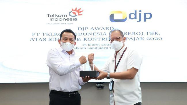 Telkom Indonesia mendapat penghargaan DJP Award atas sejumlah kontribusi pada 2020, termasuk sebagai salah satu pembayar pajak terbesar.