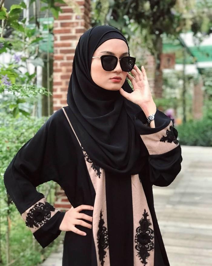 Wanita yang berusia 21 tahun ini memiliki nama lengkap Jihan Salsabila Ghazali. Ia adalah putri dari Heri Rahmanu Suryo. (Foto: instagram.com/jihan.ghazali/)