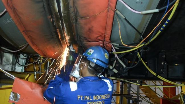 Kapal selam Alugoro-405 hasil kolaborasi PT PAL Indonesia dan industri Korsel telah diserahkan secara resmi oleh Menhan Prabowo kepada TNI AL.