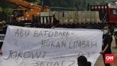 Kebijakan pemerintah mengeluarkan limbah batu bara jenis Fly Ash dan Bottom Ash (FAB) dari kategori limbah B3 memantik protes kelompok sipil.
