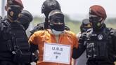 Sebanyak 22 terduga teroris ditangkapi di lima daerah di Jawa Timur selama sejak akhir Februari lalu kini digelandang ke Mabes Polri Jakarta.