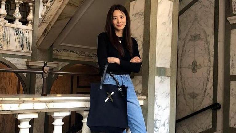 Berikut adalah potret cantik Claudia Kim yang telah resmi bergabung dengan YG Entertainment.