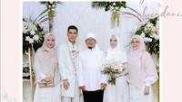 <p>Ninih Muthmainnah, atau akrab disapa Teh Ninih, lahir di Ciamis pada 28 Januari 1967. Ia dinikahi pendakwah Abdullah Gymnastiar (Aa Gym) pada 1988 silam. (Foto: Instagram @ghefayre)</p>