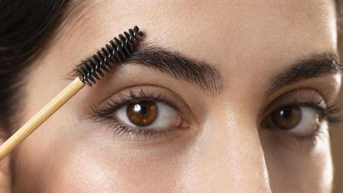 Eyelash dan Eyebrow Serum yang Efektif Menumbuhkan Bulu Mata dan Alis