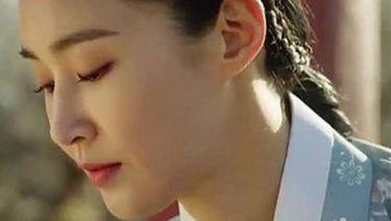 Berikut adalah penampakan Yuri SNSD di drama Korea yang bertajuk 'Bossam: Steal the Fate' (judul sementara) yang bikin kaget.