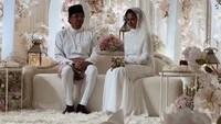 <p>Semoga pernikahan Engku Emran dan Noor Nabila langgeng serta diberi keberkahan ya, Bunda. Aamiin. (Foto: Instagram @neelofa)</p>