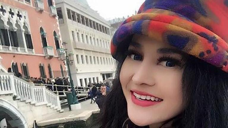 Berikut adalah sosok Cynthiara Alona pemilik Hotel Prostitusi yang kini menjadi tersangka.