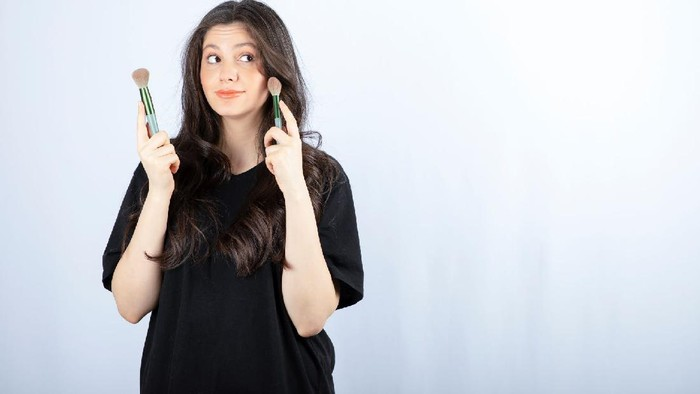 Ingin Tampilan Blush On Terlihat Lebih Natural? Yuk, Ikuti Tips Ini!