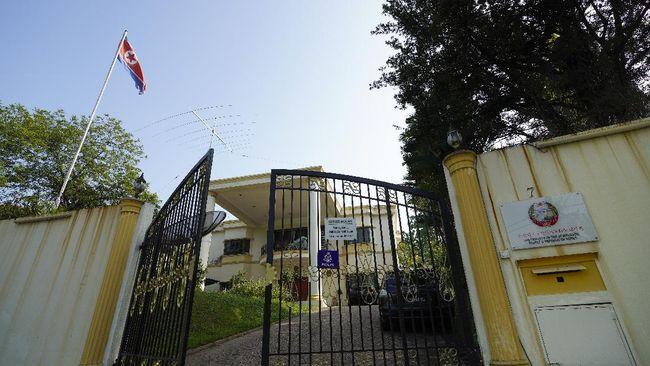 Pemerintah Malaysia mengusir Duta Besar Korea Utara di negaranya. Pengusiran dilakukan setelah Korut memutuskan hubungan diplomatik dengan Malaysia.