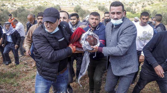 Setidaknya empat warga Palestina di sejumlah titik di Tepi Barat tewas akibat tembakan aparat Israel pada Jumat (14/5).