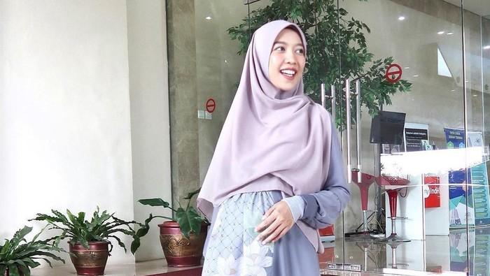 Sambut Ramadhan, Ini 5 Inspirasi Gamis yang Menawan ala Fitri Aulia