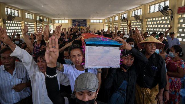 Gelombang demonstrasi menolak manuver kudeta militer kembali berlanjut di Myanmar, dan kembali memakan korban jiwa demonstran pada Minggu (21/3).