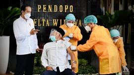 Jokowi: Kiai Sampaikan AstraZeneca Halal dan Tayib