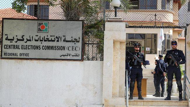 Palestina mulai membuka kantor pendaftaran bagi partai politik dan kandidat independen yang ingin mencalonkan diri dalam pemilihan umum pada Mei mendatang.