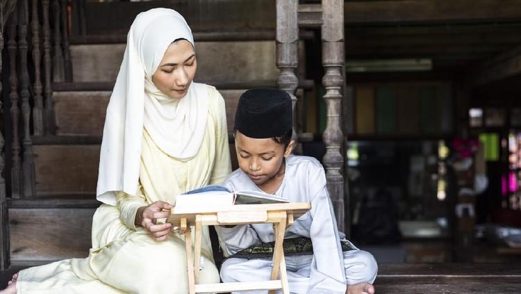 Moeslem Woman Reading Al-Quran