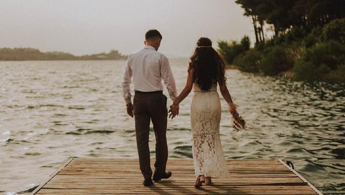Pacar Maju Mundur Buat Nikah, 4 Cara Ini Bisa Bikin Dia Lebih Yakin!
