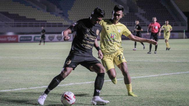Manajer Barito Putera, Mundari Karya mengatakan kejadian yang dialami Yudha Febrian merupakan gambaran dari sepak bola Indonesia.