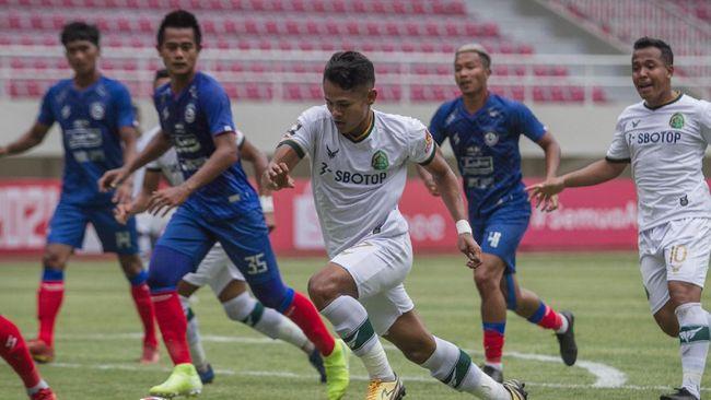 Pelatih baru Arema FC Eduardo Almeida akan memulai tugas menjadi pelatih tim Singo Edan pada 21 Mei mendatang.